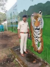 सेव टाइगर का संदेश दे रहा खटिया थाना, दीवारों पर बनाई पेंटिग