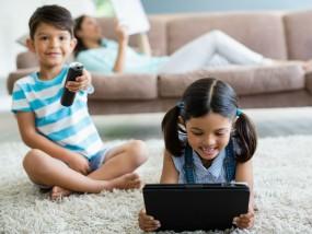 मोबाइल फोन की लत बच्चों से छीन रही उनका बचपन