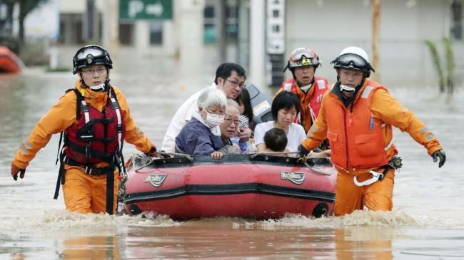 जापान में बाढ़ से भीषण तबाही, अब तक 76 की मौत, 16 लाख लोग बेघर