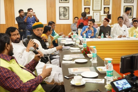 सरकार के विरोध में NDA के दलित सांसद, NGT अध्यक्ष को हटाने की मांग पर अड़े