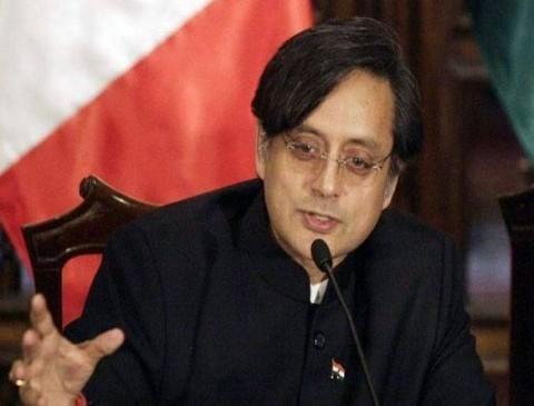 'हिंदू पाकिस्तान' पर बवाल, कोलकाता की कोर्ट ने शशि थरूर को भेजा समन