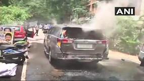 तमिलनाडु : AMMK नेता दिनाकरन की कार पर पेट्रोल बम से हमला, तीन घायल