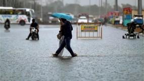 दिल्ली में बारिश का कहर जारी,बच्ची को स्कूल छोड़ने जा रहे पिता की करंट से मौत