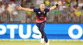 इंग्लैंड को बड़ा झटका, तेज गेंदबाज टॉम कुरन चोटिल
