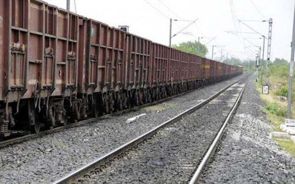 कपलिंग अचानक टूटने से दो हिस्सों में बंट गई मालगाड़ी, कुछ ट्रेनें हुईं लेट