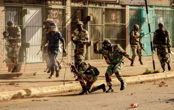 जिम्बाब्वे: संसदीय चुनावों के बाद हिंसा में 3 प्रदर्शनकारियों की मौत
