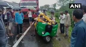 गुजरात: ऑटो रिक्शा और ट्रक में टक्कर, पांच लोगों की मौके पर मौत
