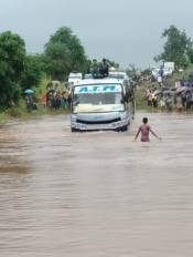 मंडला में चारों तरफ पानी ही पानी, नारायणगंज के तीन गांव में बाढ़, सैंकड़ों घर प्रभावित