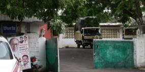 भोपाल : दिग्विजय सिंह ने खाली किया सरकारी बंगला, तीन ट्रकों में भरकर ले गए सामान