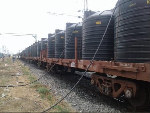 बारिश से तबाह केरल में रेलवे ने भेजा 7 लाख लीटर पीने का पानी