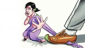 छेड़छाड़ का विरोध किया तो महिलाओं से की मारपीट, डायल 100 में तोड़फोड़