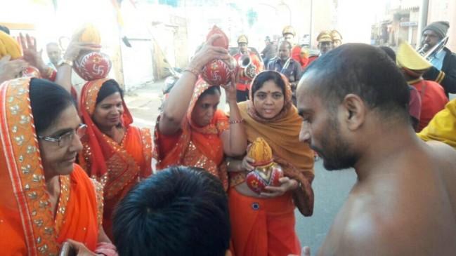 जैन मुनि ने लड़कियों को कहा सामान, 95 फीसदी अपराधों के लिए ठहराया जिम्मेदार