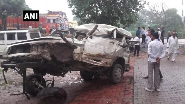 श्रद्धालुओं से भरी जीप खड़े ट्रक से टकराई, 5 की मौत 7 गंभीर
