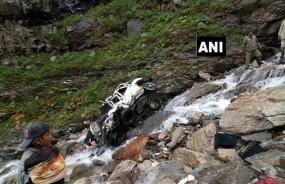 हिमाचल प्रदेशः रोहतांग के पास खाई में गिरी कार, 11 लोगों की मौके पर मौत