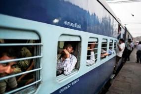 कम हो रहे यात्री, जबकि बढ़ रही रेलवे की आमदनी, आखिर क्या है माजरा?