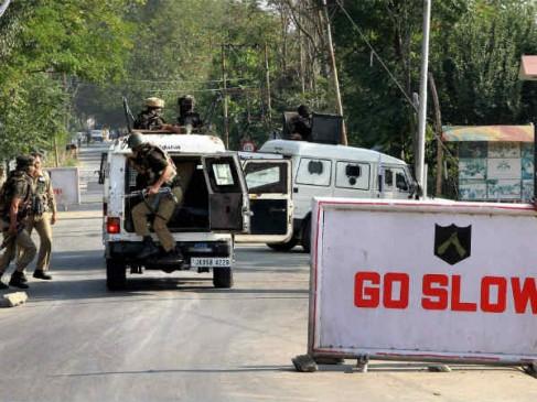 J&K: बारामूला जिले में चार आतंकी ढेर, एक जवान गंभीर रूप से घायल