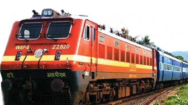 परीक्षार्थियों के लिए रेलव ने चलाई स्पेशल ट्रेन, इंदौर, पटना और दरभंगा जाने वाले परीक्षार्थियों का रखा ख्याल