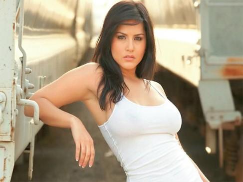 UP : बलिया की वोटर लिस्ट में सनी लियोनी की फोटो, जानिए क्या है मामला