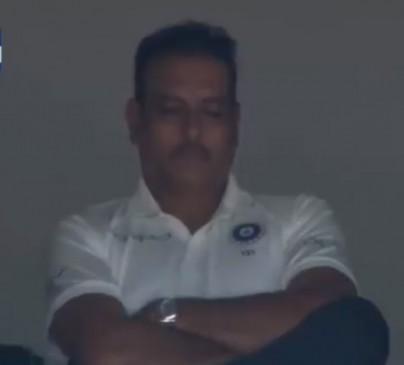 टेस्ट मैच में झपकी लेते पकड़ाए कोच रवि शास्त्री, हरभजन ने इस तरह लिए मजे