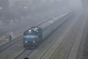 बारिश से ट्रेनें घंटों लेट, 10 किलो सोना और नकदी लेकर सफर कर रहे युगल की मौत