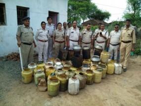 गांव में बन रही थी जहरीली शराब, 75 लीटर जब्त, खोखर्रा में पकड़ी गई अवैध फैक्ट्री