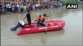 असम : 40 यात्रियों को ले जा रही नाव पलटी, 3 की डूबने से मौत, रेस्क्यू जारी