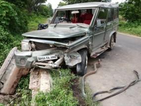 इलाज कराकर लौट रहे पिता-पुत्र की सड़क हादसे में मौत, वाहन पुल से टकराने से हुआ हादसा