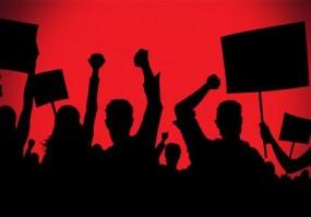 पहले बहिष्कार, फिर सामूहिक मुंडन : प्रशासन पर शिक्षकों के अपमान का आरोप