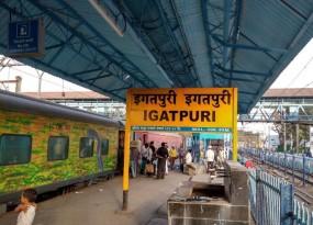 इगतपुरी स्टेशन पर गीतांजलि एक्सप्रेस से 25 लाख रुपए सोना बरामद, तीन गिरफ्तार