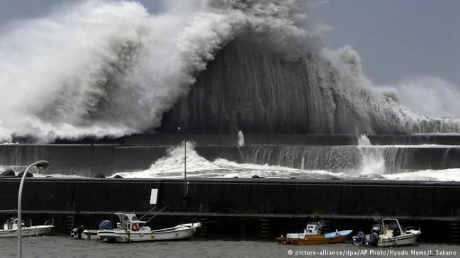 जापान में 25 सालों के सबसे भीषण तूफान जेबी का कहर, 6 लोगों ने गंवाई जान