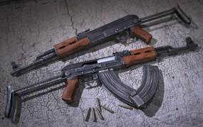 सेना के गोदाम से AK-47 रायफल चोरी कर देश के दुश्मनों को बेचते थे