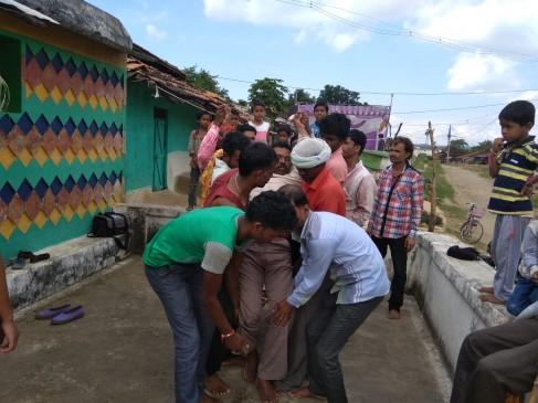आस्था या अंधविश्वास : सर्पदंश पीड़ुितों का मेला, मंत्रों से बांधे गए बंधन खोले गए