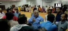 UP: बीजेपी MLA के समर्थकों ने स्कूल इंस्पेक्टर से की हाथापाई, वीडियो वायरल