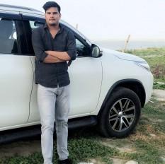 बिहार: ग्रेटर नोएडा में पलटी लोजपा सांसद के बेटे की कार, मौत