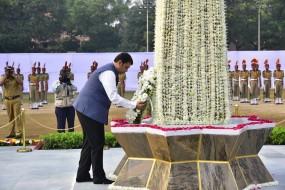 पुलिस स्मृति दिवस पर मुख्यमंत्री फडणवीस ने शहीदों को अर्पित की श्रद्धांजलि