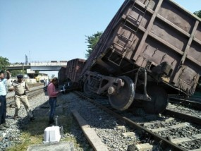 मैहर में मालगाड़ी हुई बेपटरी, पांच घंटे प्रभावित रहा रेल यातायात