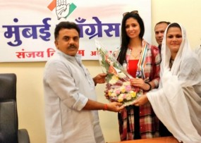 क्रिकेटर मोहम्मद शमी की पत्नी हसीन जहां कांग्रेस में शामिल, विधानसभा चुनाव में करेंगी प्रचार