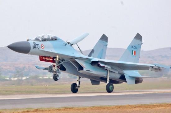 भारतीय वायुसेना के पास फंड की कमी, नहीं खरीद पा रही मिसाइल-हेलीकॉप्टर