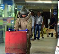 मॉक ड्रिल : नागपुर हवाई अड्डेको उड़ाने की साजिश नाकाम, दो बम बरामद
