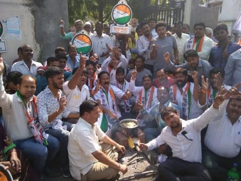 NCP यूथ ने चूल्हा जलाकर किया मोदी सरकार का विरोध