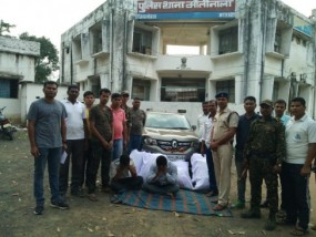 10 लाख का एक क्विंटल गांजा बरामद, पुलिस ने भाग रही कार को पीछाकर पकड़ा