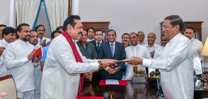 श्रीलंका में राजनीतिक ड्रामे के बीच पूर्व राष्ट्रपति महिंद्रा राजपक्षे बने प्रधानमंत्री