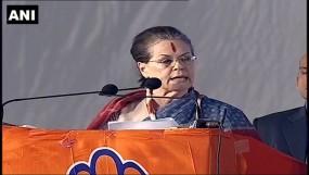 तेलंगाना: सोनिया-राहुल ने साधा TRS पर निशाना, कहा- राज्य गलत हाथों में चला गया