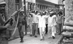 हाशिमपुरा दंगा: यूपी पीएसी के 4 जवानों ने किया सरेंडर, 11 के खिलाफ गैर जमानती वारंट जारी
