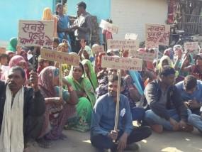 मतदान का बहिष्कार: वोट देने नहीं पहुंचे मतदाता, कहीं पानी तो कहीं रोड की समस्या
