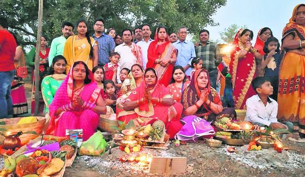 नागपुर में बिखरी छठ की छटा, उदयमान भास्कर को अर्घ्य देकर छठव्रतियों ने पूरी की पूजा