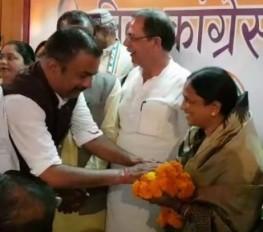 मध्य प्रदेश : एक और भाजपा विधायक ने पार्टी छोड़ी, कांग्रेस का हाथ थामा