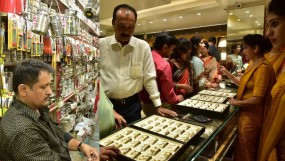 धनतेरस पर बाजार हुआ गुलजार, जमकर बिके सोने-चांदी के सिक्के