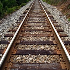 'हेयर क्रैक' पर रेलवे संजीदा, बढ़ाई पेट्रोलिंग, चटखती हैं पटरियां