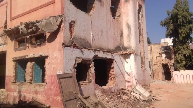 बिल्डिंग गिराने के दौरान जर्जर भवन धराशायी, तीन मजदूर दबे, 1 की मौत